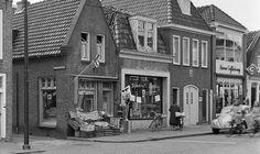 (Woudpoortsbrug) Keppelstraat || Groenteboer Knijff, slagerij Dijkstra ... || Dokkum