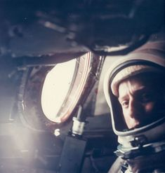 Click the link to see how to apply for NASA's astronaut programme! Cosmos, Project Gemini, Nasa Space Program, Apollo Missions, Nasa Missions, Space Illustration, Space Rocket, Vintage Space, Space Photos
