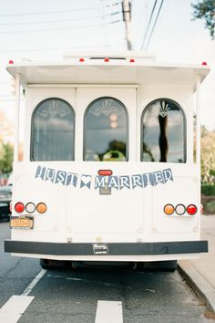 Arrive and depart in style in these modes of transportation on your wedding day New York Wedding, On Your Wedding Day, Dream Wedding, Wedding Season, Summer Wedding, Bridal Car, Bridal Wedding Shoes, Wedding Cars, Whimsical Wedding