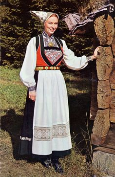Hello all, Today I will cover the last province of Norway, Hordaland. This is one of the great centers of Norwegian folk costume, hav. Scandinavian Embroidery, Costumes Around The World, Folk Costume, Traditional Dresses, Lace Skirt, Fashion Photography, Dress Shoes, Norway Bergen, Pretty