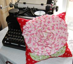 very cute pillow with free pattern!