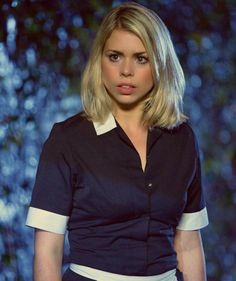 Rose Tyler played by Billie Piper Doctor Who 10, Eleventh Doctor, Martha Jones, Doctor Who Companions, Tv Doctors, Rory Williams, Teresa Palmer, Billie Piper, Rose Tyler