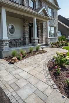 Pavé Richelieu modulaire, gris sablon et pavé Opus, gris sablon en soldat. | Richelieu modular paver, sandy gray and opus paver, sandy gray in soldier. Front Walkway Landscaping, Outdoor Decor, Front Patio, Driveway, Yard Design, Bachelor Pad, Curb Appeal, Front Walkway, Front Walk