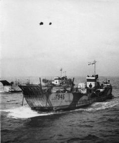 "A Royal Navy LCT (Landing Craft, Tank) on its way to D-Day. My father ""manned"" landing craft on D-day. D Day Landings, Landing Craft, Ww2 Pictures, Merchant Navy, Royal Marines, Navy Ships, Small Boats, Aircraft Carrier, Royal Navy"
