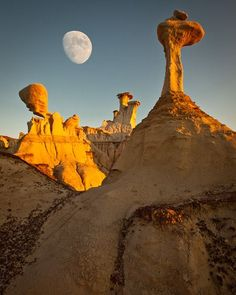 wanderlust palabra Bisti badlands, Bisti / De-Zin Wilderness, New Mexico. - Bisti badlands, Bisti / De-Zin Wilderness, New Mexico. Travel New Mexico, New Mexico Usa, Roswell New Mexico, Places To Travel, Places To See, Travel Destinations, Formations Rocheuses, Dame Nature, Beau Site