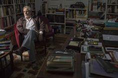 Juan Marsé, ayer en su casa de Barcelona / CONSUELO BAUTISTA. Juan Marsé, entre el rescoldo de la memoria y el asco del presente | Cultura | EL PAÍS