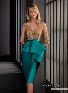Short pencil dress of turquoise colour. It has a bodice in tulle embroidered in tattoo effect rhinestones, a v-neckline, sleeve and a thin belt with a peplum. Elegant Dresses, Sexy Dresses, Beautiful Dresses, Dress Outfits, Evening Dresses, Short Dresses, Prom Dresses, Formal Dresses, Godmother Dress