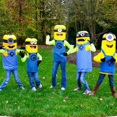 Throwback to the year of the Minion! These were such a huge hit. The tutorial for these no-sew costumes over on my blog remains one of my most popular posts! (Link in profile). #happyhalloween #minions #despicableme #minioncostume #DIYcostume #groupcostume #easycostume #harvardhomemaker #groupcostumes