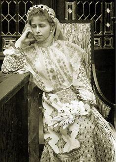 Queen Maria in a Romanian folk costume Princess Victoria, Queen Victoria, Folk Costume, Costumes, Romanian Royal Family, Alexandra Feodorovna, Princess Alexandra, Casa Real, Royal House