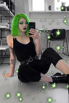 Celebrity Inspired Neon Green Hair Neon Green Style: Here's all the ideas that you'll need to rock Neon Green like. Neon Green Hair, Neon Hair, Hair Color Blue, Hair Dye Colors, Cool Hair Color, Black And Green Hair, White Hair, Dip Dye Hair, Dye My Hair