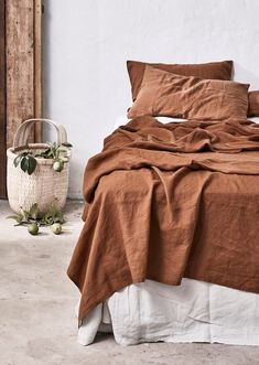 Terracotta - Terracotta is here to stay! When it comes to modern style, designers are always looking for ways to warm up a space, whether it's through text Design Your Home, Modern House Design, Home Interior Design, Interior Colors, Terracota, Bed Linen Design, Bed Linen Sets, Linen Bedding, Bed Linens