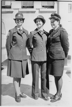 Policewomen (from left) Marion Fergus (Lower Hutt), Joanna Jennings (Auckland), and Yvonne Nicholas (Wellington). Marion and Joanna model the new . Police Uniforms, County Jail, Cops, New Zealand, Leo, The Past, Drawing, Clothing, Model