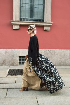 See All the Best Street Style From Milan Men's Fashion Week Anna Dello Russo, Gemma Ward, and lots of patterned fur. Best Street Style, Cool Street Fashion, Casual Street Style, Street Chic, Fashion Mask, 70s Fashion, Love Fashion, Fashion Trends, Style Fashion