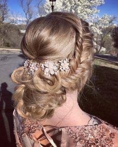 A pretty bridal updo! IG @lexilockshair