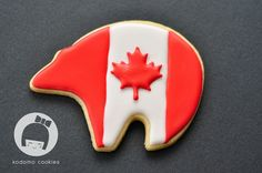A Canada Flag draped black bear sugar cookie! Canada Day Crafts, Canada Holiday, Canada Canada, Bear Cookies, Happy Canada Day, Kinds Of Cookies, Themed Parties, Cookie Ideas, Holiday Desserts