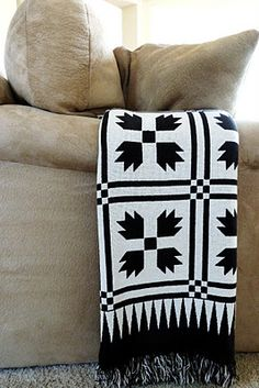 Black and white makes a quilt pattern new!