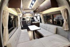 ビークル   車種名:ハウベル   ベース車両:ハイエース   キャンピングカーショー2017出展車両  ビークルのハイエースをベースとしたキャンピングカー「ハウベル」   カップルや夫婦などの二人旅に最適