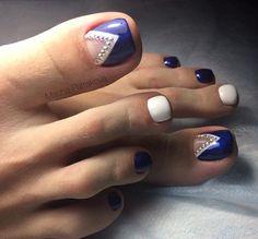Blue and white toe nail design Pedicure Nail Art, Pedicure Designs, Toe Nail Art, Pretty Pedicures, Pretty Toe Nails, Pretty Toes, Gem Nails, Hair And Nails, Best Toe Nail Color