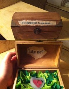 legend of zelda proposal! i can practically hear the chest opening tune when i look at this. (click for '28 wedding proposals every geek dreams of')
