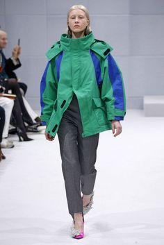 Balenciaga, A-H 16/17 - L'officiel de la mode