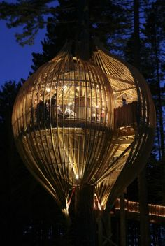 Auckland based firm Pacific Environment Architects is the creator of this impressive treehouse located near Warkworth in New Zealand. The Redwoods Treehouse is a striking pod-shaped structure built ten meters (33 feet) high in the tree tops. Originally commissioned as part of a marketing campaign for the Yellow Pages phone directory, the treehouse is now a permanent attraction for treetop diners.