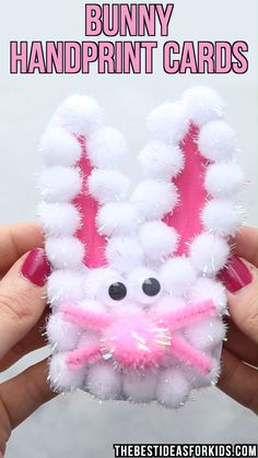 We like to do a lot of handprint crafts for holidays and Easter is no exception! This Easter handprint craft is really easy to do. Kids will love making this cute Bunny Handprint card to give Easy Easter Crafts, Easter Projects, Easter Art, Bunny Crafts, Cute Crafts, Diy And Crafts, Craft Projects, Easter Bunny, Decor Crafts