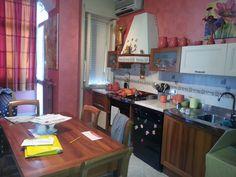 Nei Pressi del Viale Tica, vendesi appartamento composto da: ampio salone, cucina abitabile, 2 camere da letto, 2 bagni e ripostiglio. Totalmente Ristrutturato € 125.000