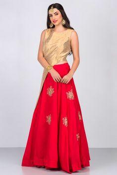 ZAYAH golden brocade cut out jacket with peach lehenga #flyrobe #weddings #friendsofthebride #designerwear #indianweddings#indianweddingoutfits