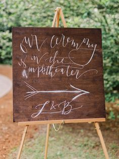 Photography : Amy Arrington Photography Read More on SMP: http://www.stylemepretty.com/2016/02/11/classic-springtime-dunaway-gardens-wedding/