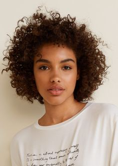 Mango Printed Message T-Shirt - M Short Curly Haircuts, Curly Hair Cuts, Curly Hair Styles, Big Natural Hair, Natural Hair Styles, Medium Length Curls, Afro Textured Hair, Black Is Beautiful, Simply Beautiful