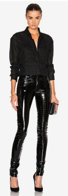 Anthony Vaccarello Slim Vinyl Pants in ブラック Leggings Brilhantes, Leather Leggings Outfit, Vinyl Leggings, Leather Trousers, Leggings Are Not Pants, Sexy Outfits, Fashion Outfits, Womens Fashion, Legging Outfits