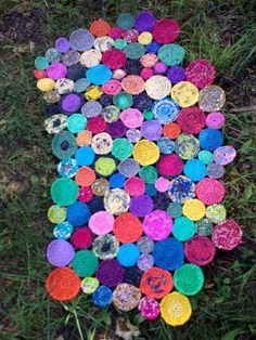 plastic bag scaps sculptured into a cute circles rug  Photo0705.jpg from justplasticbags.blogs