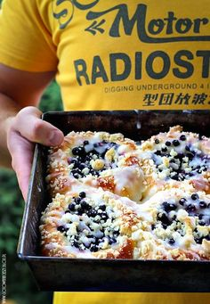 Sweet buns with blueberries: Dough: * 500-550 g wheat flour, 30 grams yeast, 250 ml 3% whole milk, 100 g butter, 2 eggs, 4 tbsp granulated sugar Crumble:100 g coarse flour, 30 g icing sugar, 50 g butter, softened Crust: 3/4 cup granulated sugar, 2-3 tablespoons cold water 1/2 - 3/4 liter of berries You must use google translate for the instructions :)...Awesome recipe, worth it :)