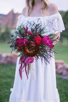 Photography: Sara Lynn Photographic - www.saralynnphoto.com www.organicallyyouevents.com  Read More: http://www.stylemepretty.com/2014/07/08/colorful-bohemian-wedding-inspiration/