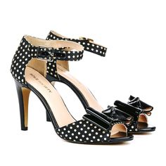 adorable polka dotted heels with a bow! Feminine and Adorable