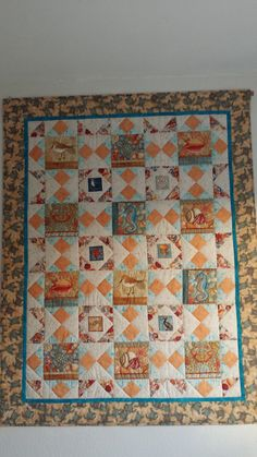 Quilt made of a fabric package and pattern from Maaike De Bakker Quilt Making, Quilts, Blanket, Rugs, Fabric, Pattern, Home Decor, Farmhouse Rugs, Tejido