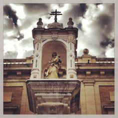 En Sevilla, capital de Andalucía.  Mañana, si Dios quiere les sigo compartiendo mis vivencias en ésta ciudad de nuestro bellísimo planeta...