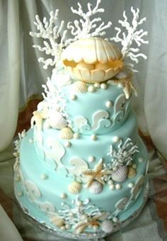The wedding cake must perfectly represent the theme. So, here we have different designs of beach wedding cake which will definitely suit your style. Gorgeous Cakes, Pretty Cakes, Cute Cakes, Amazing Cakes, Ocean Cakes, Beach Cakes, Foto Pastel, Mermaid Cakes, Love Cake