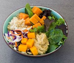 A fresh and delish raw bowl of nourishment. Perfect on those days where you want a little of everything. Epicure Recipes, Healthy Recipes, Real Food Recipes, Cooking Recipes, Lunch Menu, Dinner Menu, Lunch Box Recipes, Dinner Recipes, Quinoa Sweet Potato