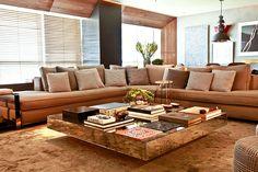 Existem tantos tamanhos, estilos e modelos de sofás que é difícil escolher o ideal. Veja algumas dicas para ter o sofá perfeito na decoração da sua casa...