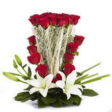An arrangement of 25 Red Roses and 2 Asiatic Lilies, Brown . Gift this gracious blooms to your loved ones and suprise him or her through this lovely arrangement of flowers. Romantic Gifts For Wife, Best Gift For Wife, Online Birthday Gifts, Buy Gifts Online, Birthday Gift Delivery, Birthday Gift For Wife, Father's Day Flowers, Beautiful Flowers, 25th Anniversary Gifts
