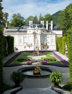 Park Linderhof / Venustempel in Bavaria/Germany. Wonderful Places, Beautiful Places, Castles In England, Royal Residence, Bavaria Germany, City Buildings, Places Ive Been, Around The Worlds, Mansions