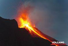 Un autre extrêmement forte éruption envoie des bombes plus de 500 m, vers le Bastimento et le Pizzo et en dehors. Les pentes externes du cratère NE sont complètement recouverts de bombes de lave incandescente. (Photo: Tom Pfeiffer)
