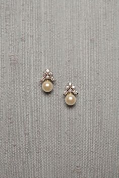 Diamond Jewelry Simple Diamond and Pearl Studs studded with 6 diamonds and a south sea pearl drop Pearl Jewelry, Indian Jewelry, Wedding Jewelry, Diamond Jewelry, Gold Jewelry, Vintage Jewelry, Fine Jewelry, Pearl Earrings, Gemstone Jewelry