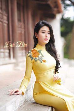 Best 11 Áo Dài _ traditional dress of Vietnam Vietnamese Clothing, Vietnamese Dress, Vietnamese Traditional Dress, Traditional Dresses, Pretty Asian, Beautiful Asian Women, Asian Fashion, Look Fashion, Girl Fashion
