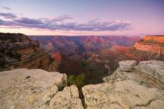 Salire su uno dei punti panoramici da dove si ammira il Grand Canyon, Arizona