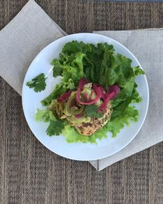 Serve these tasty green chili chicken burgers in a lettuce wrap with guacamole, pickled red onions, jalapeños and cilantro. Adapted from a Martha Stewart recipe to be compliant and super simple. Quick Pasta Recipes, Healthy Low Carb Recipes, Free Recipes, Martha Stewart, Guacamole, Whole30 Dinner Recipes, Meal Recipes, Grilling Recipes, Green Chili Chicken