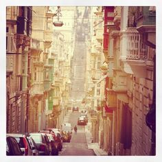 The city of Valletta was one of the best planned projects in Maltas history. It was built by the Knights of St John and has kept its distinctive look till today! Malta Italy, Malta History, Archipelago, Hostel, Around The Worlds, Knights, City, Places, Instagram Posts