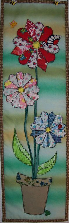 Dresden Daisies - Reproduction Quilted Wall Hanging Pattern. Different colours but would look great in the lounge.