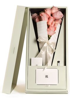 Looking for a modern flower gift? Roseur offers luxury flower bouquets in designer boxes for that special someone, FREE delivery Next-Day Flower Packaging, Gift Packaging, Packaging Design, Packaging Ideas, Retail Packaging, Bouquet Box, How To Wrap Flowers, Luxury Flowers, Luxury Packaging